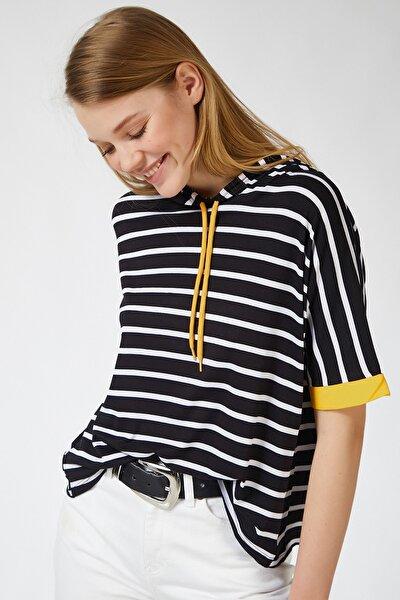 Kadın Siyah Sarı Kapüşonlu Çizgili Viskon T-shirt ZV00091