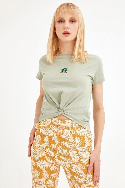 Kadın Su Yeşili Kaktüs Nakışlı Önü Düğümlü Tshirt