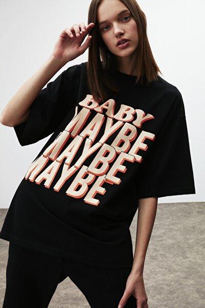Maybe Kadın Siyah Baskılı Oversize T-shirt