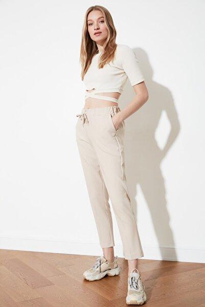 Bej Bağlama Detaylı Pantolon TWOSS19ST0212