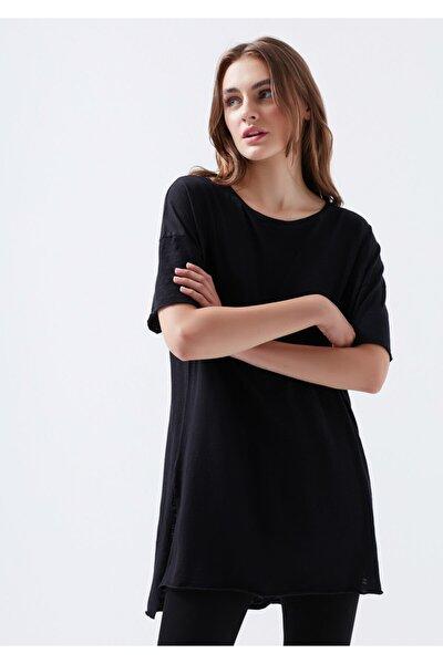 Yırtmaç Detaylı Siyah Basic Tişört
