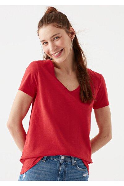 V Yaka Kırmızı Basic Tişört