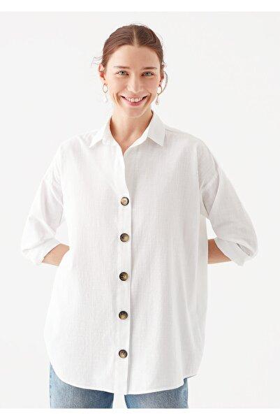 Uzun Kollu Düğme Detaylı Beyaz Gömlek