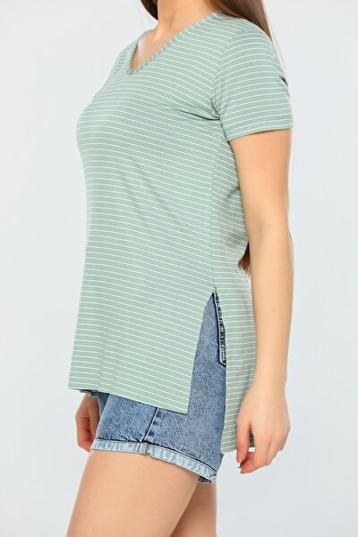 Kadın Yeşil V Yaka Çizgili Yandan Yırtmaçlı T-shirt
