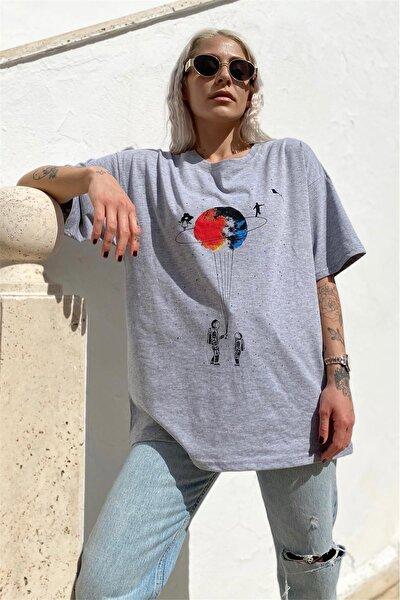 Kadın Gri Satürn Baskılı Tshirt