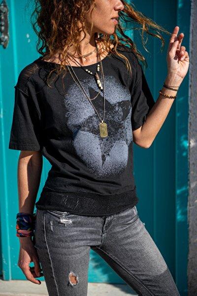 Kadın Siyah Yıkamalı Fileli Yıldız Baskılı Salaş T-Shirt GK-RSD2031