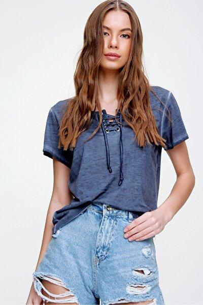 Kadın İndigo Kuş Gözlü Yakası Bağcıklı Yıkamalı T-Shirt MDA-1127