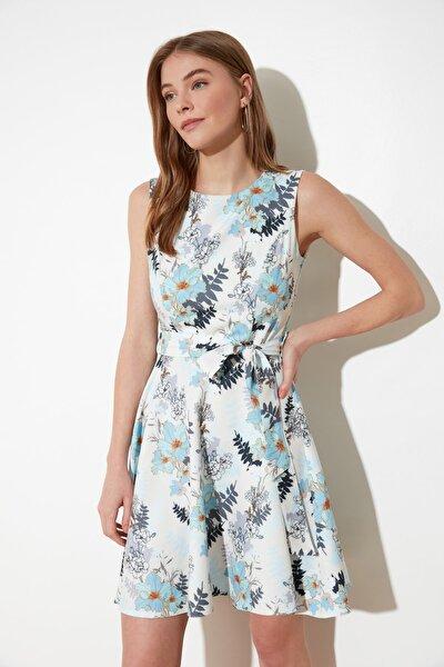 Çok Renkli Kuşaklı Kolsuz Elbise TWOSS20EL0750