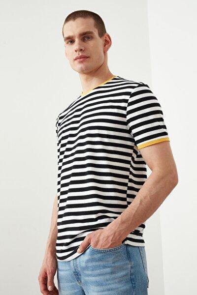 Siyah Erkek Slim Fit T-Shirt TMNSS20TS1092