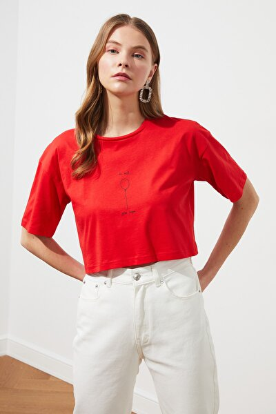 Kırmızı Baskılı Crop Örme T-Shirt TWOSS21TS1597
