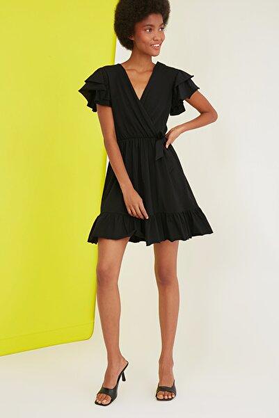 Siyah Volanlı Kruvaze Yaka Örme Elbise TWOSS21EL1738