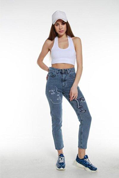 Bacak Yüz Nakışlı Tam Kalıp Yüksek Bel Mom Jeans