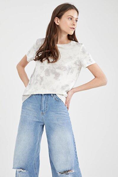 Kadın Beyaz Batik Desenli Relax Fit Kısa Kollu T Shirt