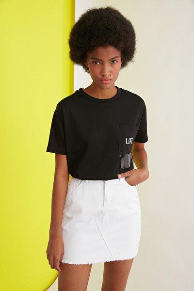 Siyah Baskılı Cepli Ve Zincir Detaylı Basic Örme T-Shirt TWOSS21TS0767