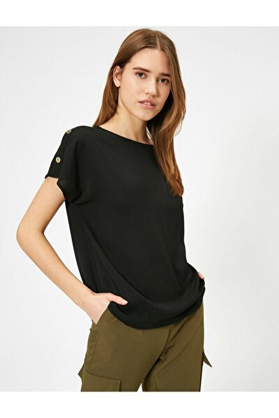 Omuzda Dügme Detayli Siyah Bluz