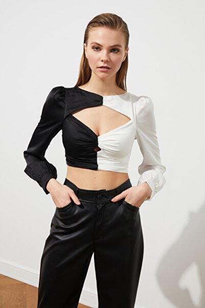 Siyah-Beyaz Renk Bloklu Saten  Bluz TPRSS21BZ0851