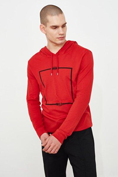 Kırmızı Erkek Baskılı Kapüşonlu Regular T-Shirt TMNAW21TS0216
