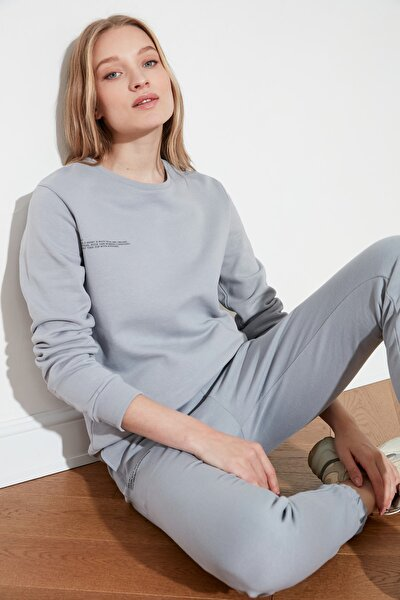 Gri Baskılı %100 Organik Pamuk Basic Örme Sweatshirt TWOAW21SW0747