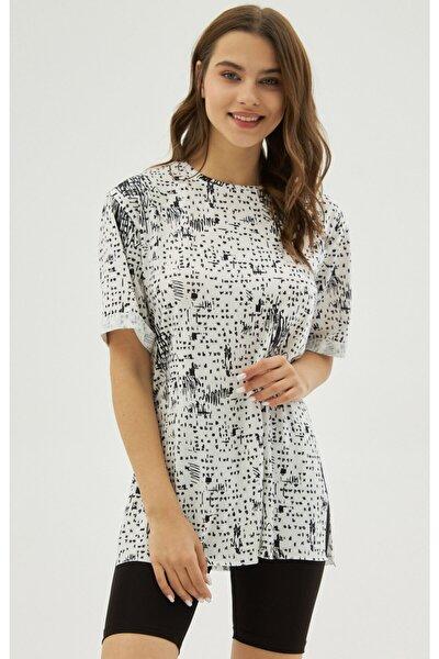 Kadın Beyaz Yırtmaçlı Oversize Kısa Kollu Tişört P21s201-2121
