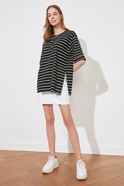 Siyah Çizgili Asimetrik Örme T-Shirt TWOSS20TS1549