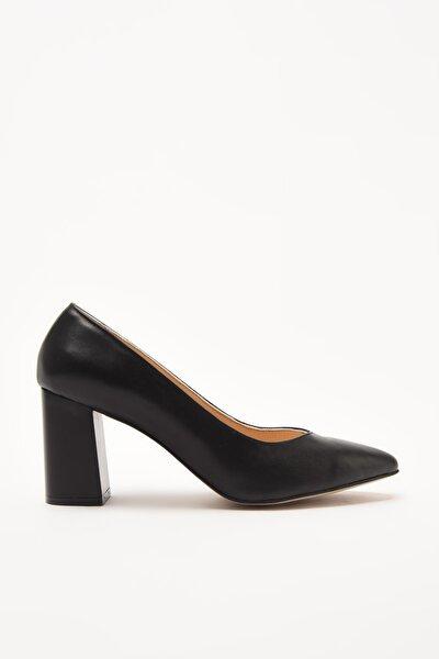 Hakiki Deri Siyah Kadın Klasik Topuklu Ayakkabı 01AYH205100A100