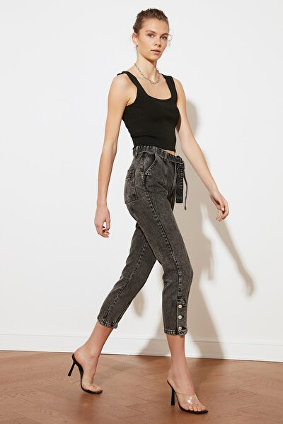 Antrasit Kemerli Paça Detaylı Yüksek Bel Mom Jeans TWOSS21JE0503