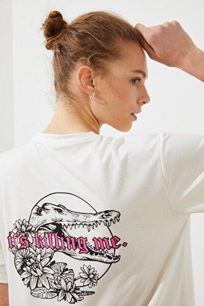 Beyaz Sırt Baskılı Boyfriend Örme T-Shirt TWOSS21TS1847