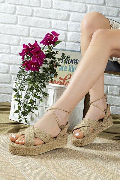 Kadın Bej Hasır Çapraz Dolgu Taban Sandalet