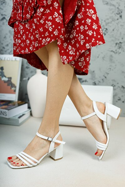 Beyaz Biyeli Sandalet
