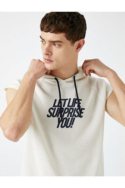 Erkek Beyaz Kapüşonlu Baskılı Kısa Kollu T-Shirt
