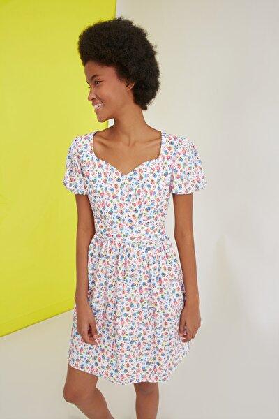 Beyaz Yaka Detaylı Çiçekli Elbise TWOSS21EL2301