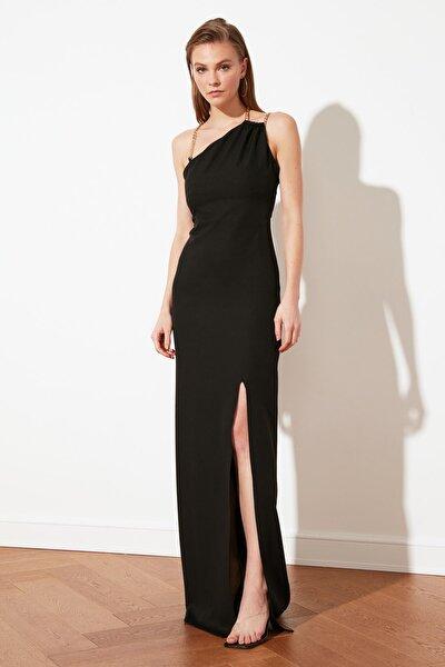Siyah Zincir Aksesuar Detaylı Abiye & Mezuniyet Elbisesi TPRSS21AE0158
