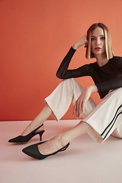 Siyah Kadın Klasik Topuklu Ayakkabı 01AYH205370A100