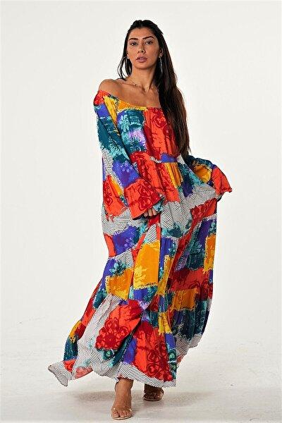 Kadın Kırmızılı Carmen Yaka Kol Ucu Volanlı Geometrik Desenli Salaş Dokuma Elbise