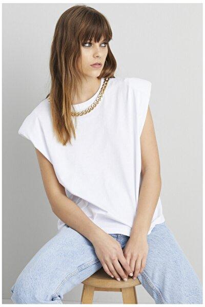 Kadın Beyaz Kolyeli Omuzları Vatka Detay T-Shirt
