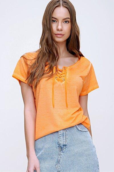 Kadın Turuncu Kuş Gözlü Yakası Bağcıklı Yıkamalı T-Shirt MDA-1127