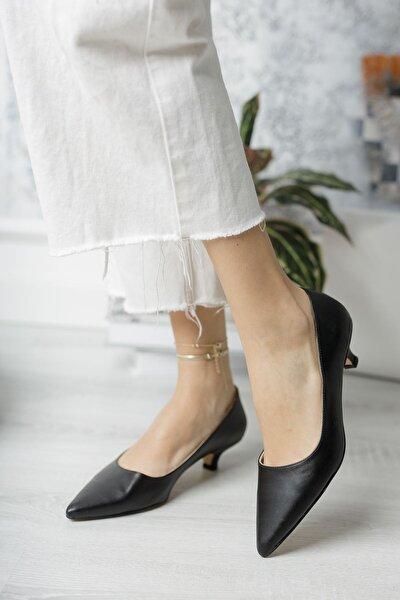 Sivri Burun Topuklu Siyah Cilt Ayakkabı