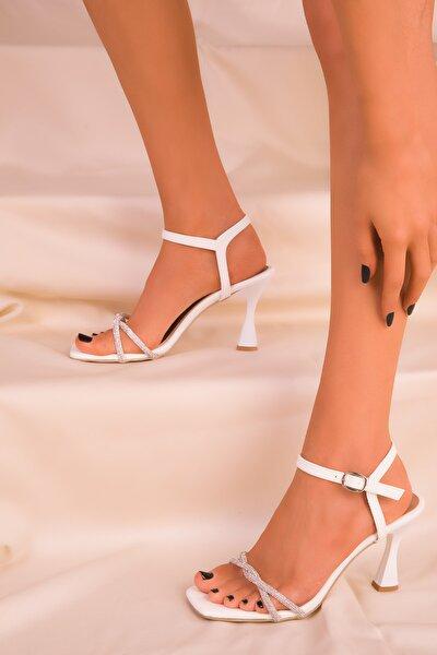 Beyaz Rugan Kadın Klasik Topuklu Ayakkabı 15961