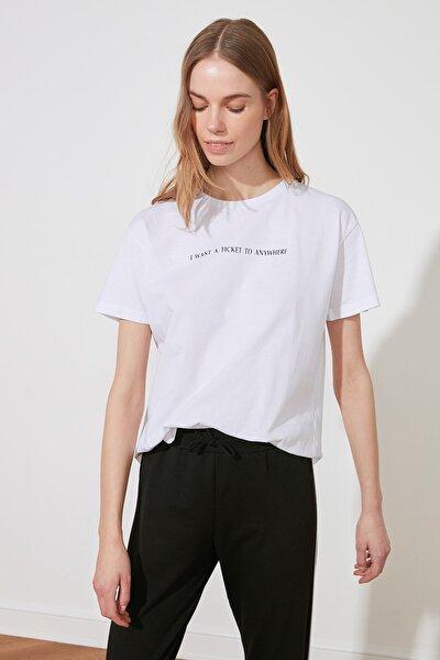 Beyaz Baskılı Semi-Fitted Örme T-Shirt TWOSS20TS0207