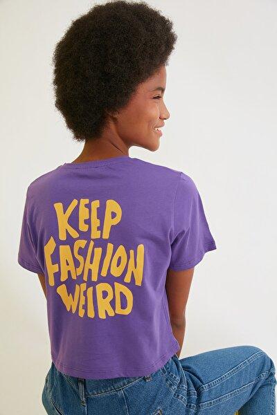 Mor Crop Sırt Baskılı Örme T-Shirt TWOSS21TS2065