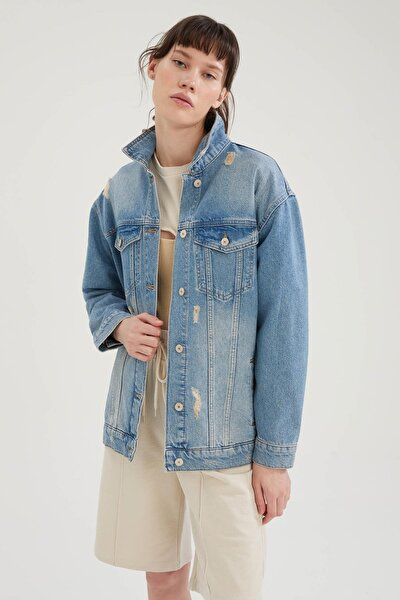 Eskitme Detaylı Oversize Fit Jean Ceket