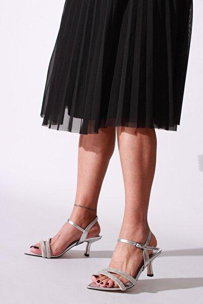 Kadın Gümüş Taşlı Kırışık Rugan Topuklu Ayakkabı