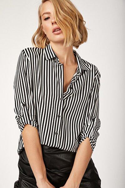 Kadın Beyaz Siyah Desenli Viskon Gömlek BH00331