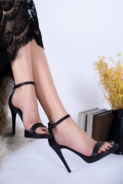 Kadın Sivri Topuk Platformlu Siyah Abiye Ayakkabı