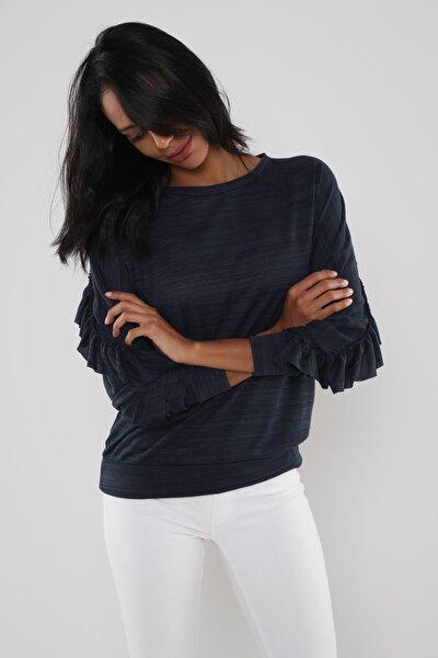 Kadın Lacivert Arkası Fırfır Detaylı Bluz Hn630