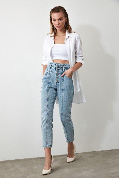 Açık Mavi Önden Düğmeli Süper Yüksek Bel Mom Jeans TWOAW20JE0028