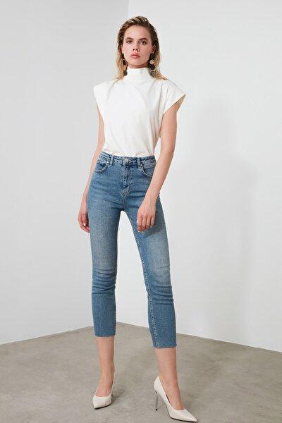 Mavi Yüksek Bel Slim Mom Jeans TWOSS20JE0249