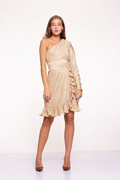 Kadın Altın Rengi Crinkle Tek Kol Volan Detaylı Kruvaze Nervür Kemerli Kısa Goldy Elbise