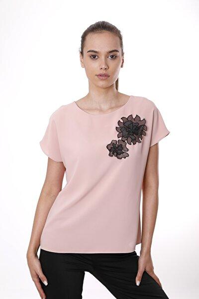 Kadın Pudra Organze Çiçek Motifli Kısa Kollu Bluz