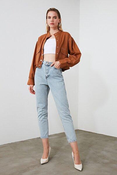 Açık Mavi Yıkamalı Yüksek Bel Mom Jeans TWOSS20JE0162